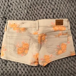 Shorts - American Eagle size 26 (2) grey floral shorts